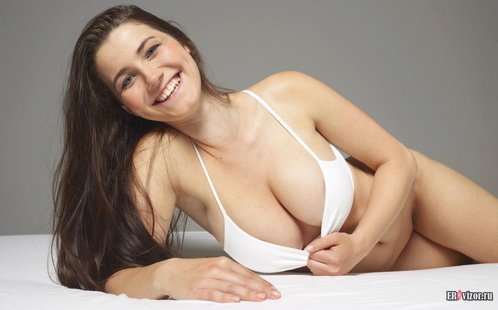Сторйные девушки с большими круглыми сиськами порно фото 20 фотография