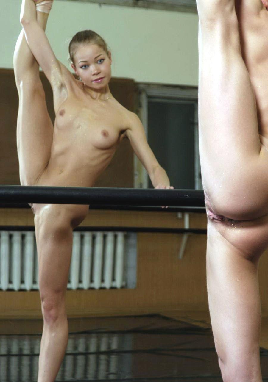 Фото голая девушка танцует балет