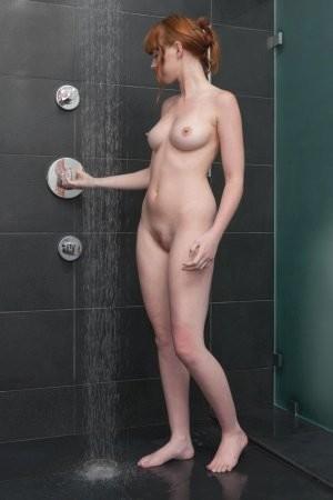 Как сексуально мыться в душе