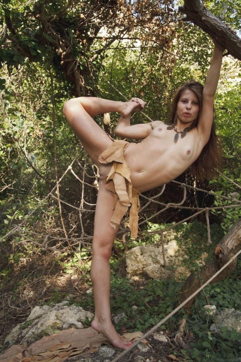 Голое фото ню в лесу